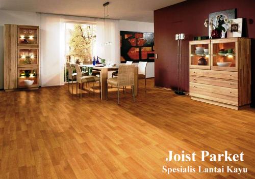 merawat lantai kayu solid